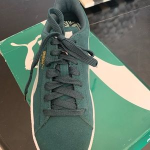 Brand new, never worn suede Puma sneakers.